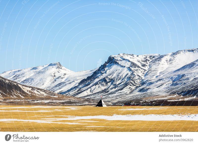 Wigwam im Gebirgstal im Winter Berge u. Gebirge Landschaft Hochland Schnee sonnig Konstruktion wohnbedingt Tal Island kalt malerisch spektakulär idyllisch