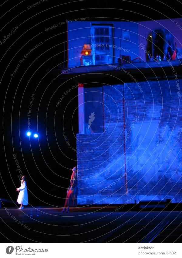 Blue House Haus Wand Bühne Beleuchtung Architektur Archidektur blau Gebäude Farbe