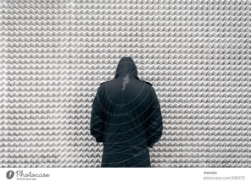 Mann pisst die Wand an Mensch maskulin Erwachsene 1 Bauwerk Gebäude Architektur Mauer Fassade Jacke Mantel stehen standhaft demütig Einsamkeit Hemmung Angst
