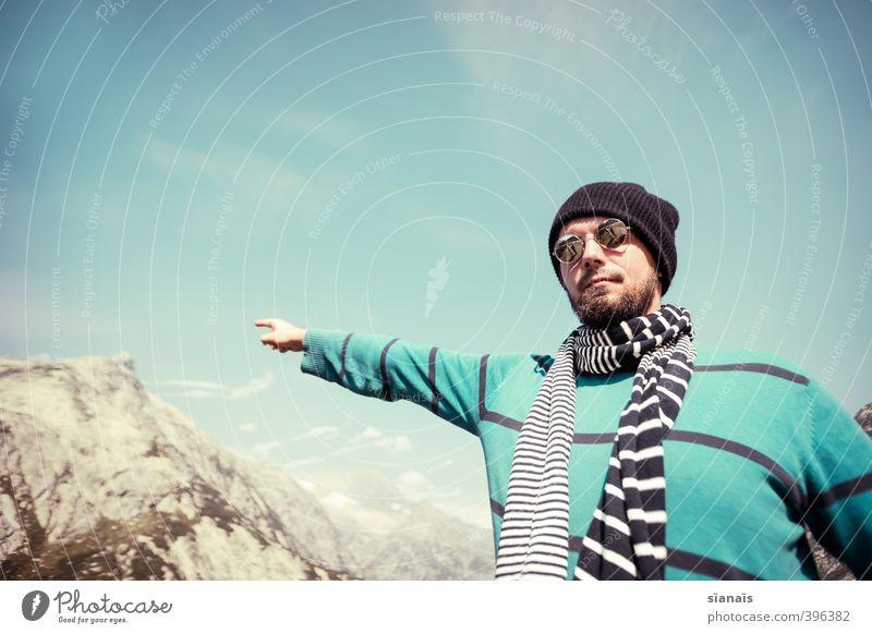 Guck! Berg! Mensch Himmel Ferien & Urlaub & Reisen Mann Ferne Berge u. Gebirge Lifestyle Erwachsene Stil Tourismus Freiheit Felsen Ausflug wandern maskulin Luft