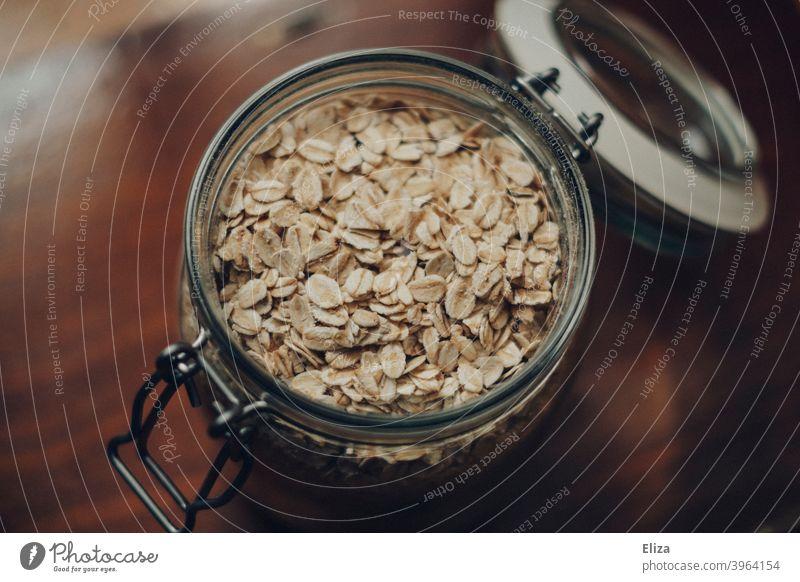 Haferflocken in einem Einmachglas Aufbewahrung Glas Plastikfrei unverpackt Glasbehälter Porridge Lebensmittel aufbewahren Ernährung