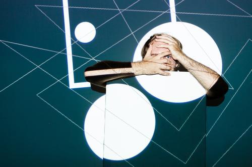 Polygonismus Design Mensch maskulin Mann Erwachsene Kunst Gemälde Theaterschauspiel Maske Linie Angst Zukunftsangst Beamer Dreieck Grafik u. Illustration