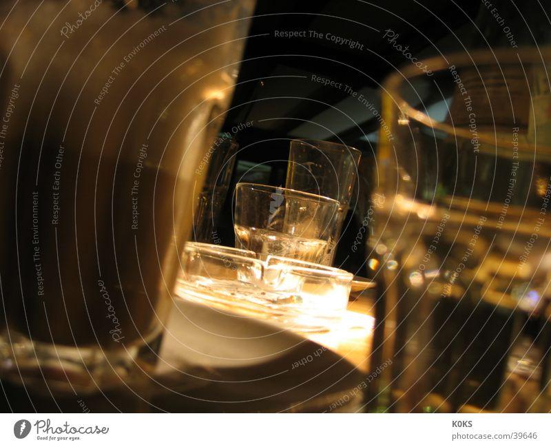 Gläser Café Aschenbecher Monochrom Licht diffus Alkohol Glas Kaffee Cappucino Coolness
