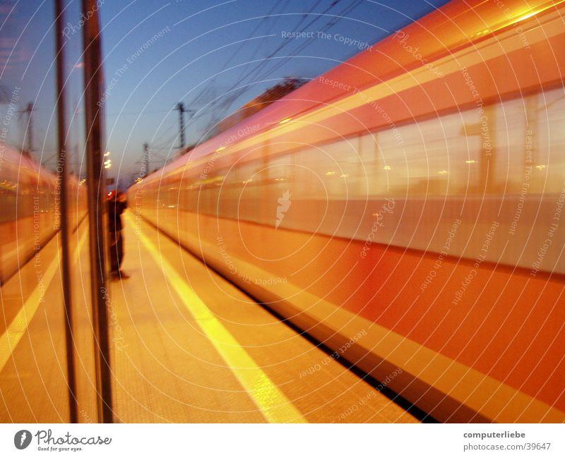 die bahn kommt Regionalbahn Troisdorf Bewegungsunschärfe Verkehr Eisenbahn Bahnhof