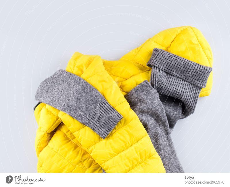 Mode-Outfit grauer Rollkragen mit gelber Jacke Kleidung Winter Mantel Hülse Ski Rollkragenpulli kaufen Pullover Sport Zubehör Farbe Herbst beleuchtet Frau