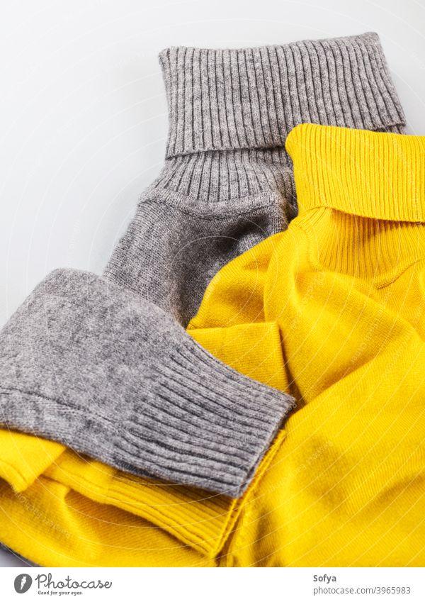Mode flach legen grau gelb Rollkragen passen Rollkragenpulli Winter Farbe Herbst Outfit beleuchtet Kleidung Frau Bekleidung flache Verlegung Streichholz oben