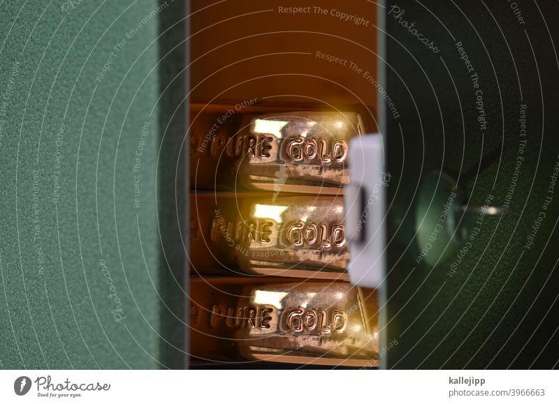 goldkurs golden Finanzen Tresor Tür Sicherheit Geld Wert wertvoll gewinn Wertanlage Erfolg strategie Reichtum reich Kapitalwirtschaft Bargeld Geldmünzen