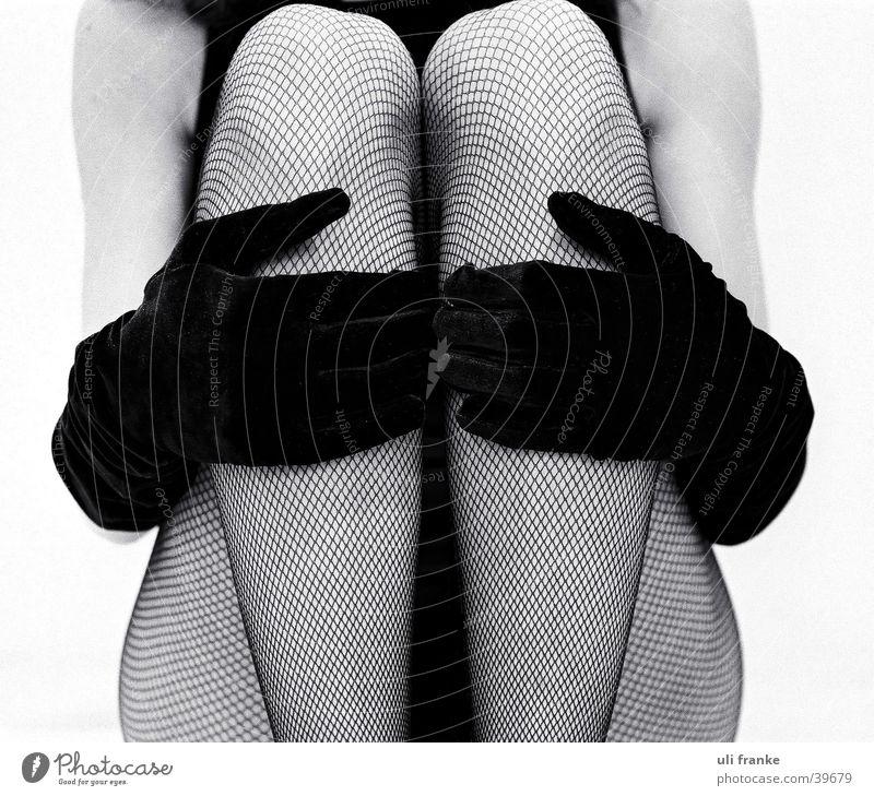 Paradies Frau feminin Netzstrumpfhose Dame Mensch Beine Schwarzweißfoto
