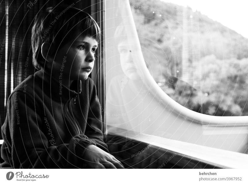 corona thoughts   aussichtslos?! zuhause bleiben Angst allein isoliert still aufmerksam Spiegelung Zukunftsangst Krise ängstlich besorgt melancholisch