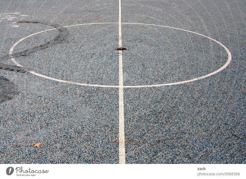Sportplatz Eintönig weiß Beton grau Basketball Basketballplatz Fußballfeld Spielen Ballsport Freizeit & Hobby Sportstätten Spielfeld Linie