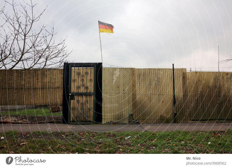 Deutsche Kolonie Deutschland Himmel Wolken Flagge Fahne Deutsche Flagge Wind Patriotismus wehen Nationalflagge schwarz rot gold Politik & Staat Deutschlandfahne