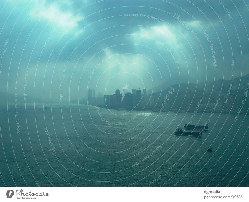 Cloudy Morning in HK Hongkong Wolken Sonnenfleck dunkel Erfolg Central Hafen Öltanker