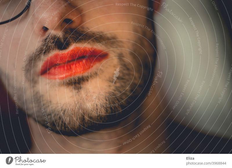 Geschlechterrollen aufbrechen. Eine Person mit Bart und rotem Lippenstift geschminkt. männlich weiblich feminin transgender crossdressing Geschlechtsidentität