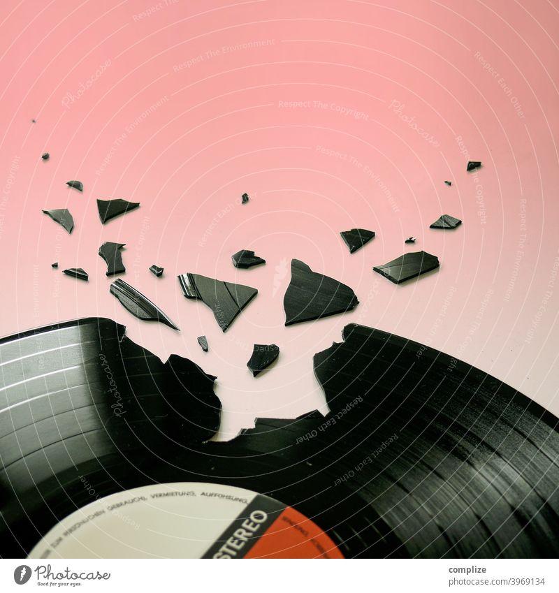 Broken Beat - Clubkultur Rockmusik Aggression Gewalt Popmusik Verbitterung Frustration Wut Verzweiflung Musik hören Schallplatte Tanzen clubbing Feste & Feiern