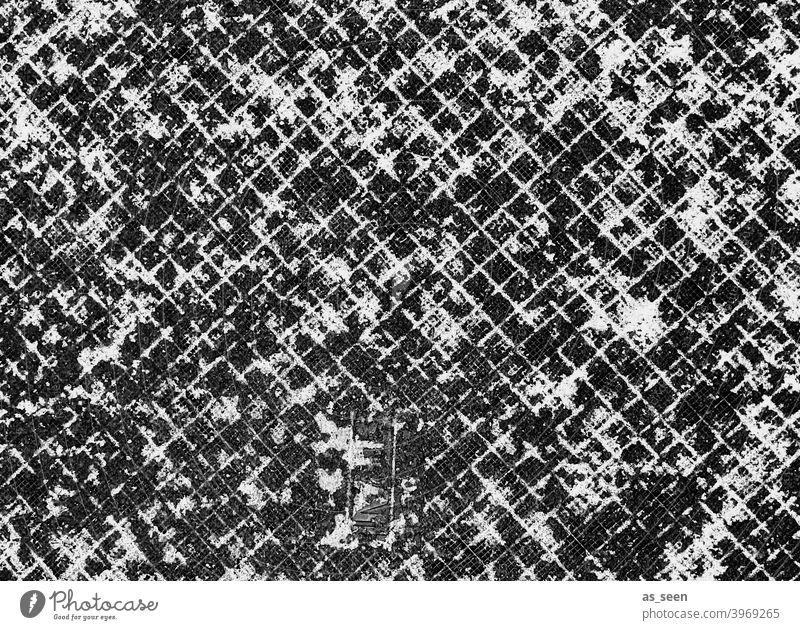 Schneereste auf Weg Muster Grafik grafisch Strukturen und Formen quadrate Kästchen Schwarzweißfotografie schwarz Gehweg Boden Bodenplatten Strukturen & Formen