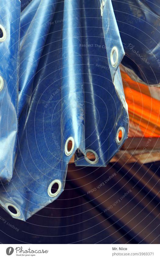 Plane mit Ösen abdeckung Schutz Abdeckung Strukturen & Formen Abdeckplane glänzend Kunststoff sicherheit schutz öse Faltenwurf Loch Güterverkehr & Logistik