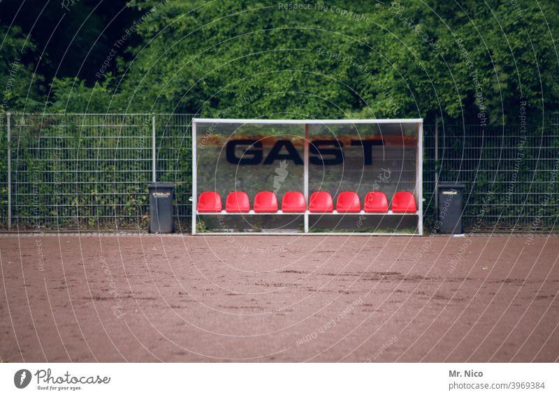 Auswechselbank Freizeit & Hobby Sport Bank Hartplatz Schilder & Markierungen Auswechseln Leerstand sportlich Gast Fußballplatz Sträucher Sportstätten Ballsport