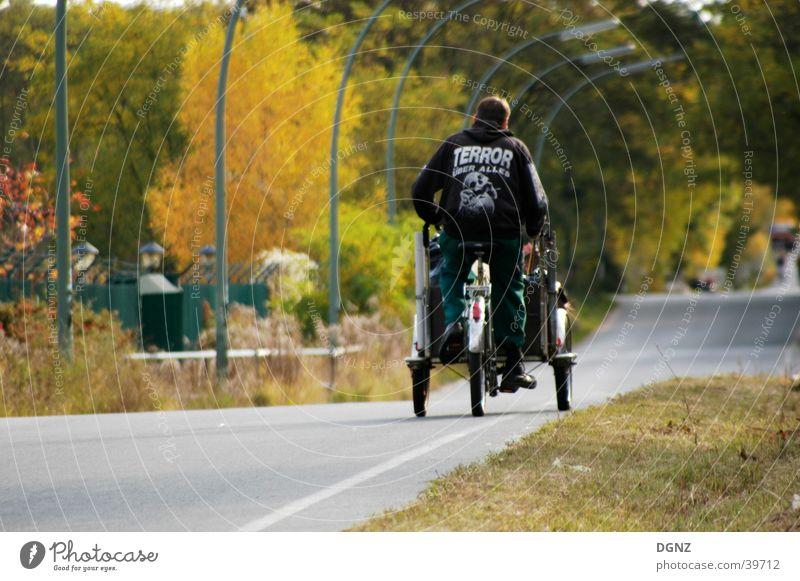 Der Terror kommt langsammm Fahrrad Geschwindigkeit Mann Mensch Witz Natur