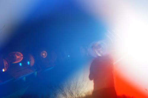 Alles so schön bunt hier... Lichtbrechung blau Spektralfarbe Farbe Prisma mehrfarbig Strahlung Person Vielfältig Hoffnung