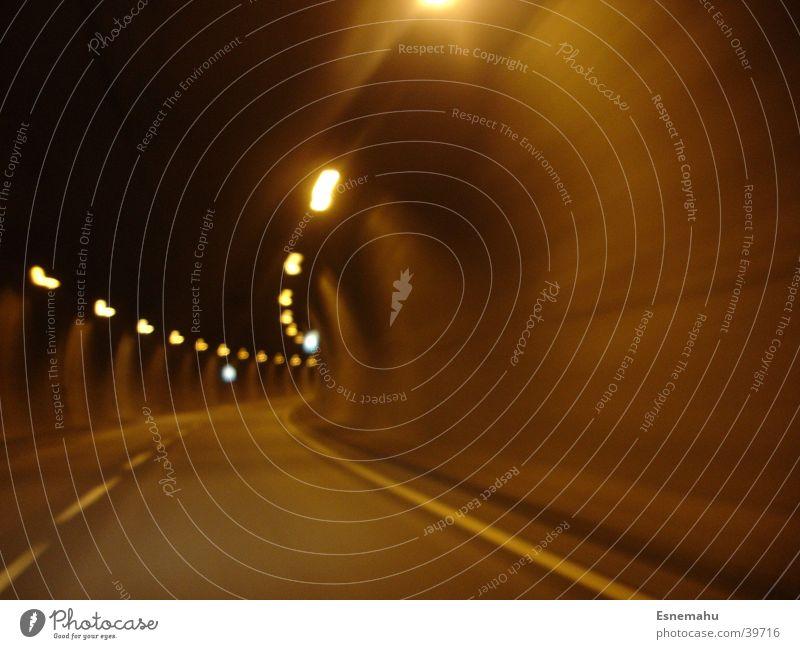 Tunnelblick Straße Lampe Wand Bewegung PKW Schilder & Markierungen Verkehr Tunnel Beschleunigung