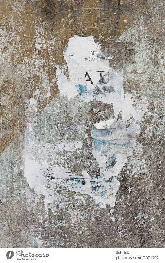 Coronakrise Reste eines Werbeplakates an einer Betonwand Plakat coronakrise Litfaßsäule Werbung Veranstaltung Krise Virus Absage ausfallen Insolvenz Event