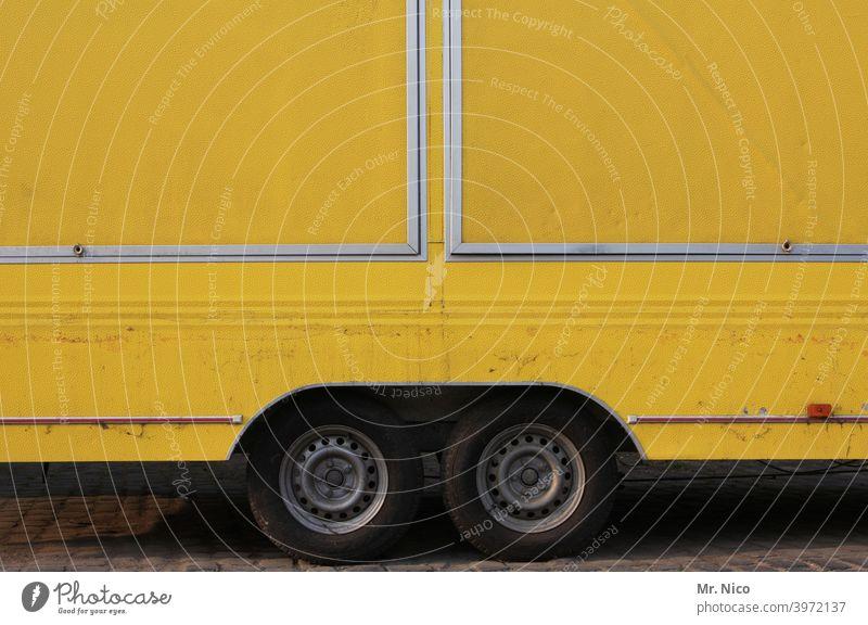 yellow submarine Anhänger Mobilität gelb Güterverkehr & Logistik Verkehr Fahrzeug Reifen Verkehrsmittel Doppelachse Handel abgestellt parken Wege & Pfade