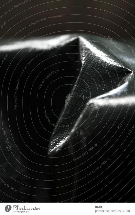 Restlicht, Licht-Schattenspiel auf einer Abdeckplane, die Falten wirft restlicht verstärkt Muster Strukturen & Formen Abdeckung faltenwurf sicherheit schutz