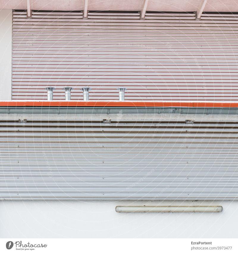 rote Linie Fassade Metall Linien Streifen grau weiß Lüftung Lampe Design Stil Grafische Darstellung graphisch Hintergrund abstrakt Wand Mauer