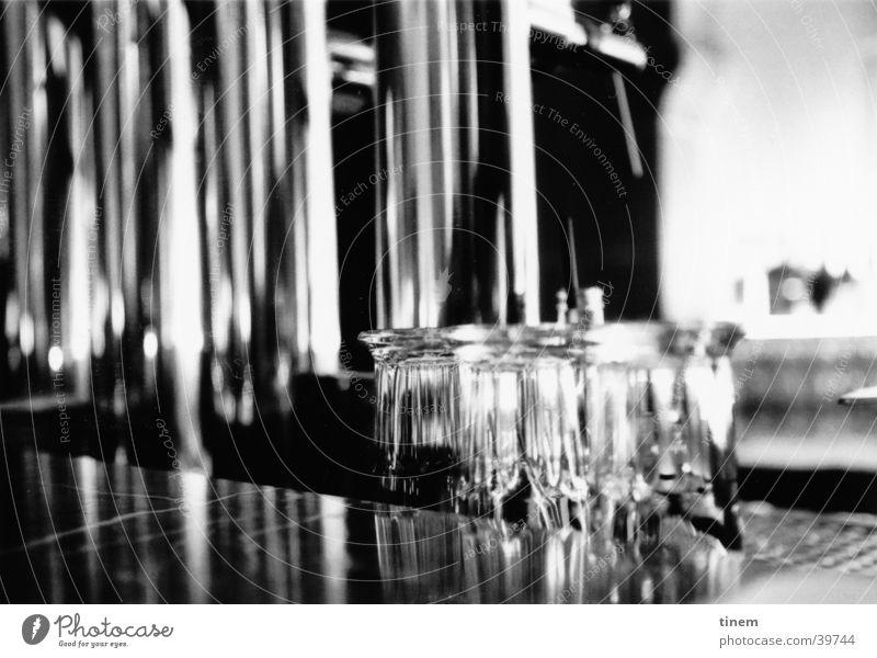 Durst Bar Gastronomie Theke Glas Zapfhahn Chrom Club Schwarzweißfoto Foyer Zapfanlage
