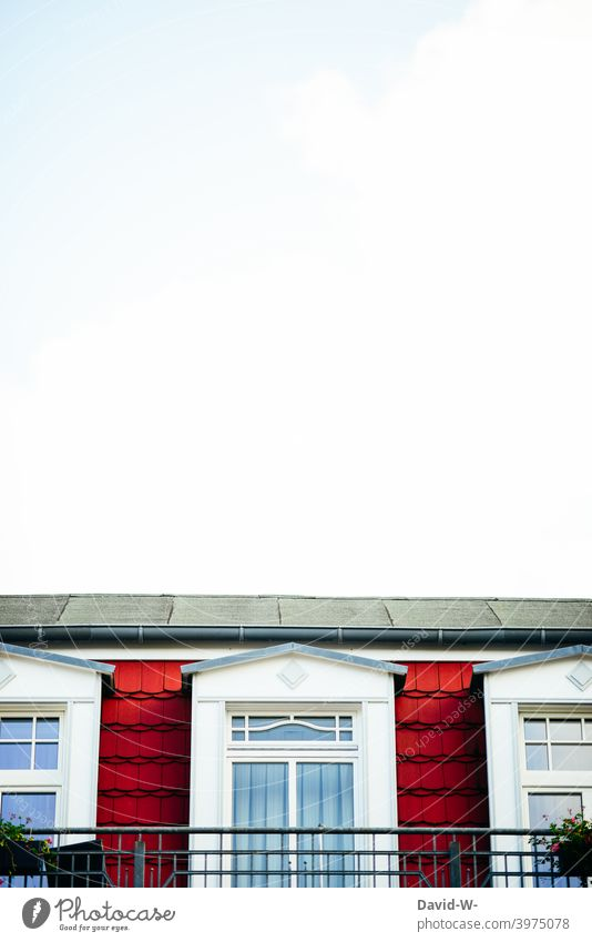 Nobler Balkon unter dem Himmel nobel Altbau Architektur Platzhalter Gebäude Bauwerk Fassade Haus