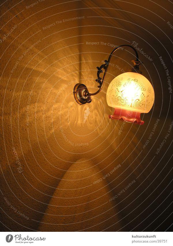 Die Lampe II Licht Hotel Raum Flur Muster Wand Physik Nacht gelb Häusliches Leben Lichterscheinung Wärme