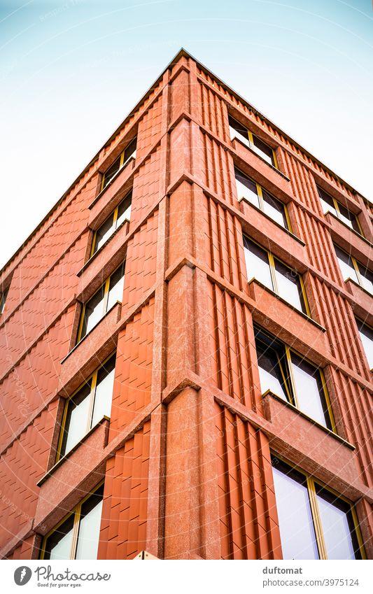 Backstein Häuser Wand, Blick nach oben Haus Fenster Backsteinwand Fassade Architektur Gebäude Bauwerk Mauer Stadt Hochhaus Fensterfront Himmel Look up