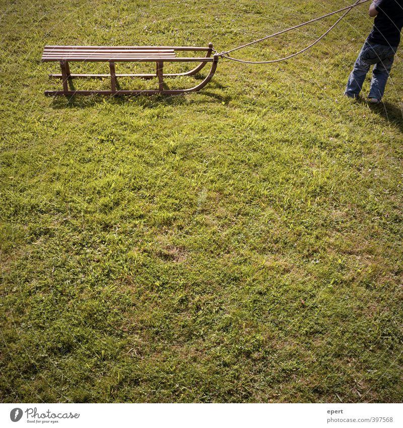 Sommerrodler Rodeln Schlitten Kind Kleinkind 1 Mensch Gras Wiese Seil Bewegung Spielen Fröhlichkeit einzigartig lustig Ausdauer Neugier erleben Freude Kindheit