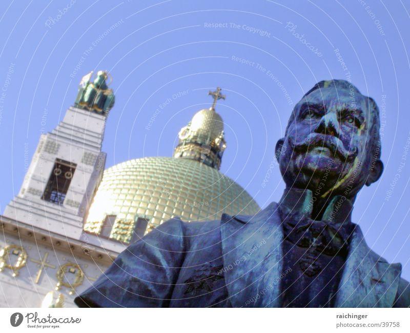 denk mal Mann Himmel blau Gold Statue historisch Wien Kuppeldach Frack Kirche am Steinhof