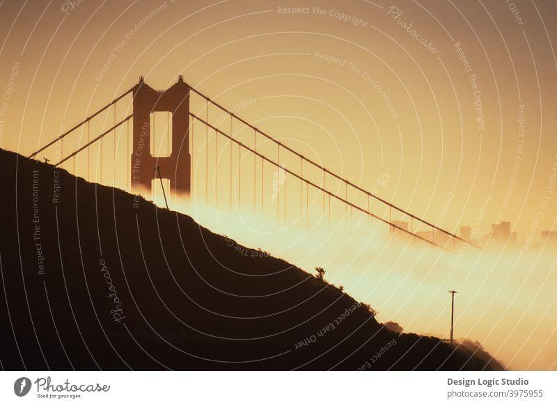 Golden Gate Sonnenaufgang Golden Gate Bridge goldene Stunde San Francisco Kalifornien Brücke urban Architektur San Francisco Bay Wahrzeichen