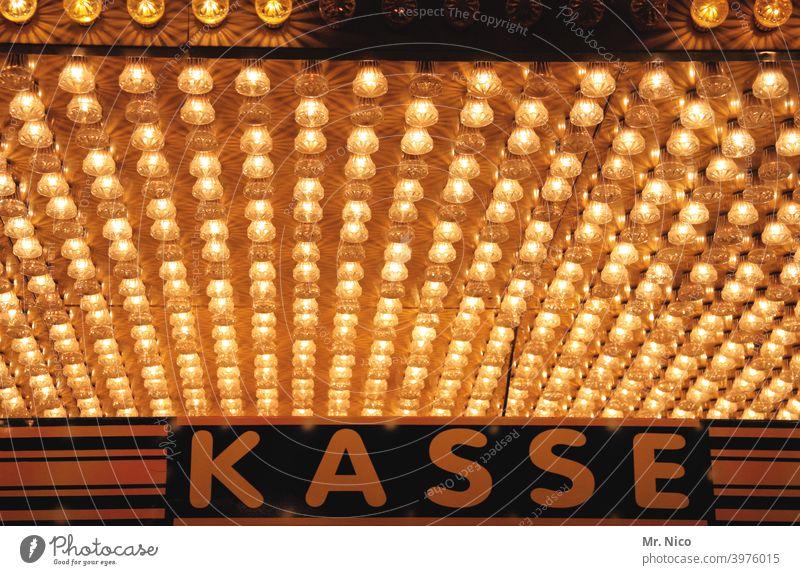 Kirmes Kasse Schriftzeichen Zeichen bezahlen Glühbirne Licht Jahrmarkt Beleuchtung Kassenhaus Wort kassieren Typographie Zirkus Veranstaltung Leuchtreklame