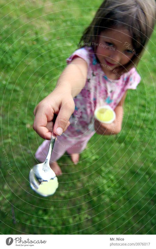 Probier mal.. Sommer eis am stiel Speiseeis frech Eis am Stiel Frucht lecker abkühlung Lebensmittel cool genuss fruchtig Kindheit Süßigkeiten Gesundheit süß