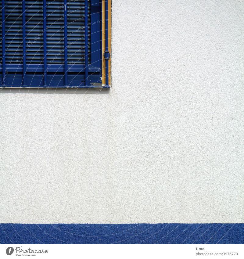Dichtung & Wahrheit wand streifen fenster Rollo Jalousie fenstergitter blau hell anschnitt detail verschlossen