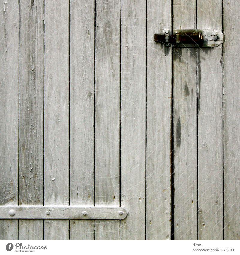 Entrees (29) oldstyle grenze tageslicht verschlossen zu holz metall eingang tür riegel scharnier eisenwaren trashig alt linien senkrecht verschlag hütte