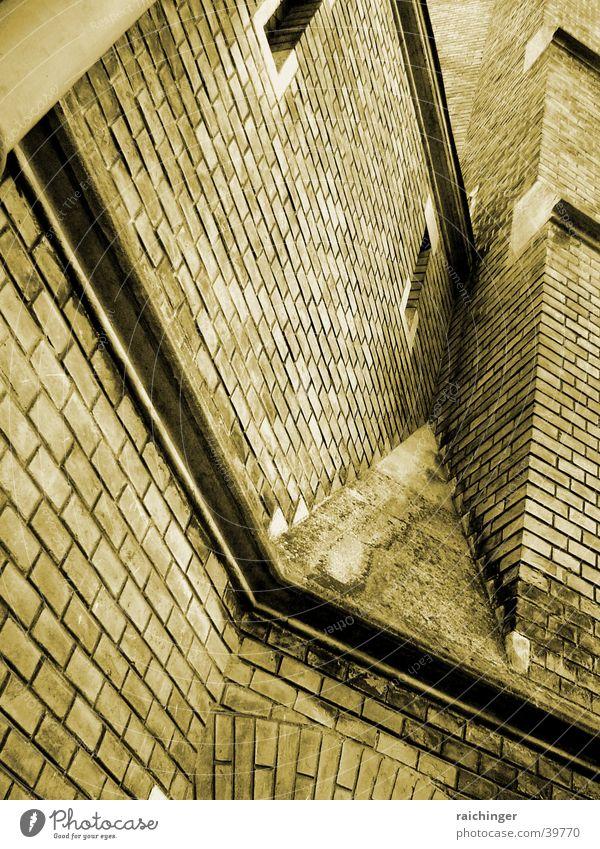Fassade Mauer Backstein Ecke Gotteshäuser Religion & Glaube Sepia verwinkelt Fesnter Schießscharte Bunker
