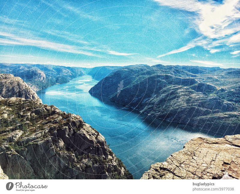 Aussicht über den Lysefjord / Fjord vom Preikestolen aus (Norwegen) Felsen Felsenküste Berge u. Gebirge Fjordlands Fjorde Fjordausblick Meer Skandinavien Natur
