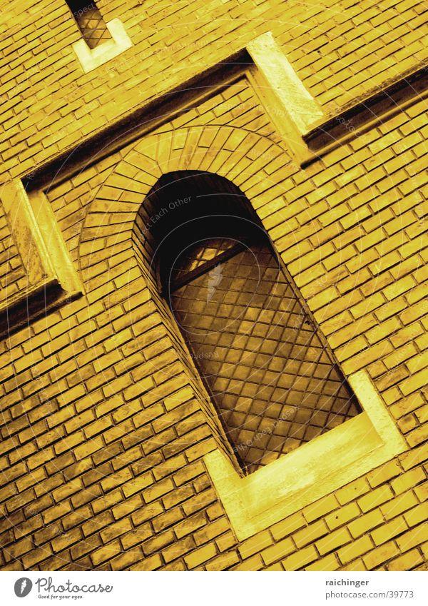 finsteres Fenster Fenster Mauer Religion & Glaube Architektur Backstein Gotik Bogen Sepia Gotteshäuser Kirchenfenster