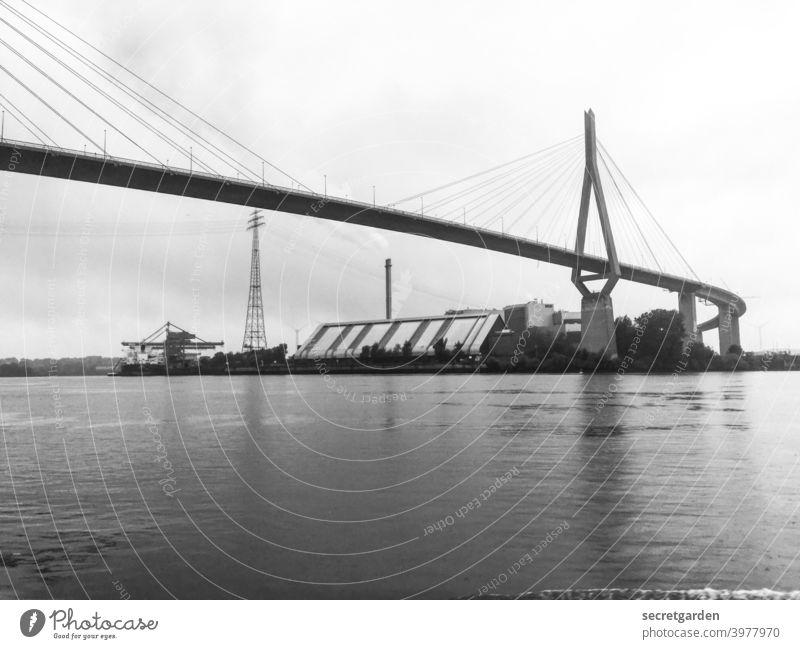 Tschüss Lieblingsbrücke. Köhlbrandbrücke Hamburg Brücke Schwarzweißfoto Elbe Bauwerk Hafen Hafenstadt Sehenswürdigkeit Wahrzeichen Architektur außergewöhnlich
