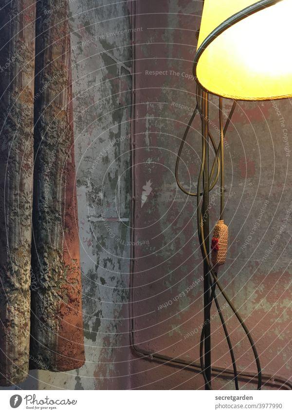 Der Lack ist ab. Leuchte leuchten Lampe Licht Beleuchtung Menschenleer Kunstlicht Farbfoto Innenaufnahme hell Glühbirne Elektrizität Energiewirtschaft