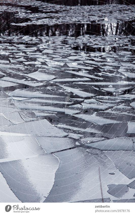 Treibeis frühjahr frühling tauwetter behinderung schifffahrt hohenzollernkanal teich see wasser bruchkante gefroren eisscholle schnee winter frost Fluss