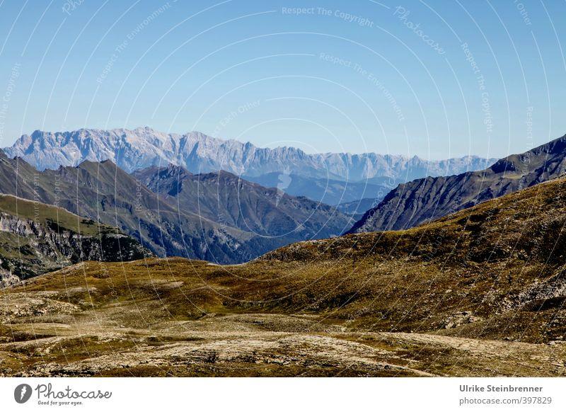 Auf der Großglocknerstraße Himmel Natur Ferien & Urlaub & Reisen Sommer Landschaft ruhig Ferne Umwelt Berge u. Gebirge Gras natürlich Felsen liegen Erde