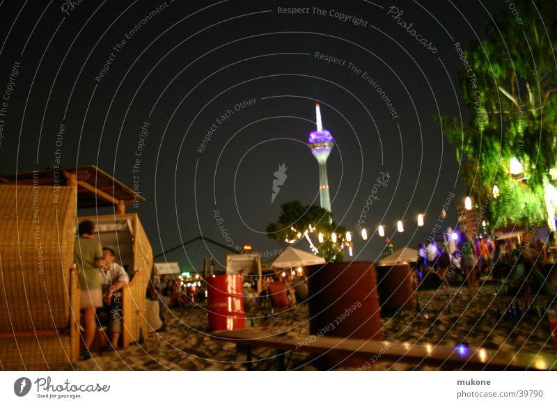 Affen bei nacht Monkey island Erholung gehen Party Strand Langzeitbelichtung schön Baum Fass Strandkorb Monkey Island Lampe Nacht Nachtleben Club Düsseldorf
