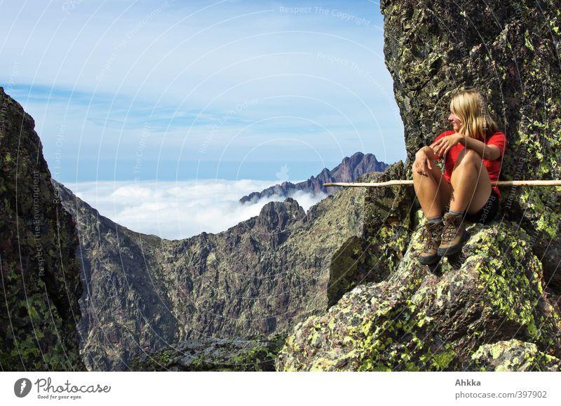 Mutige junge Frau auf einem Gipfel in Korsika harmonisch Zufriedenheit Erholung ruhig Abenteuer Ferne Freiheit wandern Junge Frau Jugendliche Leben 1 Mensch