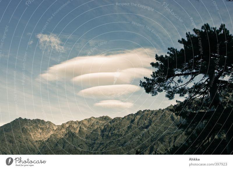 Interessante Wolkenformation über Bergrücken in Korsika Himmel Natur Ferien & Urlaub & Reisen Baum Landschaft ruhig Ferne Berge u. Gebirge Leben Freiheit