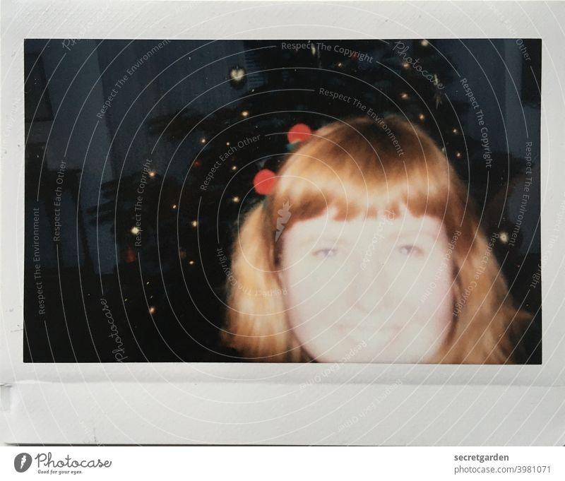 Besser überbelichtet als unterbelichtet. test Testfoto Belichtungsfehler Überbelichtung analog Polaroid Weihnachten & Advent Feiern Freude rothaarig Frau